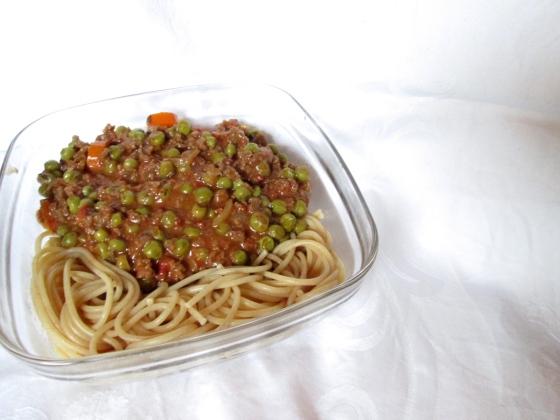Vegane Spaghetti Bolognese mit Erbsen