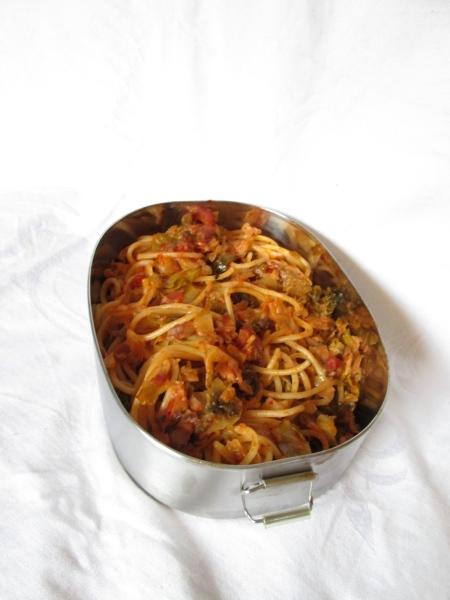 Pasta mit Grünkohl & Hering in Paprika-Tomaten-Sauce