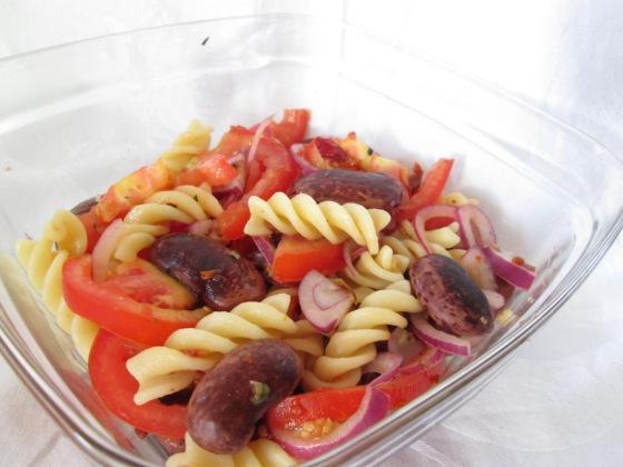 Lunchspiration - Nudelsalat mit Tomaten, Zwiebeln und Bohnen