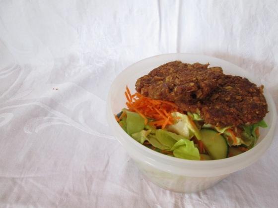 Lunchspiration - Vegetarische Laibchen mit Salat